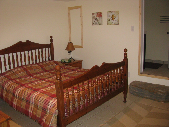 Buck Lake Cottage Rental #3-21~ Downstairs bedroom with queen bed and 3pc bathroom