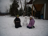 buck lake cottage rental 7 Kids building snowman
